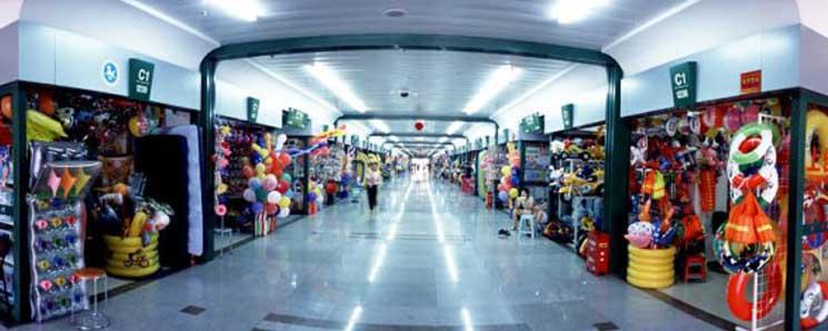 """بازارها و مراکز عمده فروشی در گوانجو، بازار عمده فروشی، خرید کالاها، استان گواندونگ، مرکز مبادلۀ پارچه، پوشاک، چرم و کالاهای الکترونیکی،بازارهای عمده فروشی پوشاک،بازار لباس بی ما،(اسب سفید در معنای چینی (bai ma)(白马)، بازار جان شی لو (zhan Xi Lu) (广州市站西路)،بازار پوشاک لیو هوآ (liu Hua )،بازار لباس زیر جین شیانگ،بازار بین المللی شین تانگ جینز سیتی، (XinTang International Jeans City)،شهر جین چین،بازار پوشاک بچه،گواندونگ در خیابان جُن شَن ،(zhon shan ba road ) ،بازار لباس و ملزومات عروس جیانگنان ،(jiangnan)،بازارهای عمده فروشی چرم،مرکز تجاری جهانی چرم بَیون گوانجو، 白云皮具世界t Baiyun World Leather Trading Center،بازار چرم ای سِن (yi Sen Leader Market)،شهرچرم هوآدو شیلینگ ،(Huadu Shiling Internation Leader City)، مجموعۀ جان شی، zhanxi Road،بازار کفش بو یون تیان دی Bu Yun Tian Di 步云天地t ،شهر کفش گوانجو Guangzhou EuroCommerial Plaza Shoes City،""""بازار متمدن استان گوادونگ"""" ،کلانشهر کفش گوانجو، Guangzhou Metropolis Shoes City،بازار پارچۀ های سون ،(highsun Fabric Market (海印布匹市场،بازار پارچۀ جونگ دا، zhongda Fabric Market،شهر پارچۀ تیان شیونگ凤和天雄纺织城،بازار پارچۀ گوانفو Guangfu South Road Fabric and Textile Supplies،Liwan،بازار هوان شا، Guangzhou Huangsha Stationery Market،مرکز توزیع لوازم تحریر ای یوَن، بازار عمده فروشی کالاهای ورزشی و لوازم اداری نانان، (na'nan)،پاساژ جائو یانگ Zhao Goods Wholesale Mall، بازار وسایل الکترونیکی تیان خه (tianhe)،تیان خه، بازار کامپیوتر تیان خه، بازار کامپیوتر پاسفیک (太平洋电脑城) (Pacific Computer Market)،بازار موبایل نانفانداشا، (南方大厦)(Nan Fang Da Sha)، مرکز تجاری لوازم الکترونیکی شی چِنگ 西城商业电器城 / 西城电器城،بازار پرینتر printer Material Market،بازار موبایل دست دوم اوشان، Aoxun Second Hand Mobile Phones Town Center،بازار عمده فروشی لوازم آرایش،بازار لوازم آرایش میبوچنگ (meio cheng)،بازار لوازم آرایش شینگ فا و ای فا، Xingfa and Yifa plaza،شهر محصولات آرایش –بهداشتی جونگ رو Zhongren Cosmetics City،بازارهای عمدۀ مبلمان منزل ،Fangcun، Guangzhou Da Dao South، Huangpu Da Dao، and Dashi in Panyu- Lecong furniture in Shunde، فوشان ،بازارهای مختلف در شهر گوانگجو (گوانجو"""