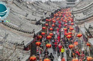 نکات ضروری در هنگام گردش در پکن ،حمل و نقل در پکن ،نکات لازم برای حمل و نقل پکن ،حمل و نقل در چین ،اقامتگاه های پکن ،اقامت در هتل های پکن ،مکان های اقامتی پکن ،نکات ایمنی لازم در پکن ،سفر به چین ،نکات ضروری در هنگام سفر به چین ،خرید از بازارهای چین ،ژوکودیان و آکواریوم پکن، معروفترین جاذبه های دیدنی چین ، ژوکودیان ،غارهای ژوکودیان ،موزه انسان پکن ،آکواریوم پکن ،بزرگترین آکواریوم دنیا ،گونه های آبزی موجود در آکواریوم پکن ،جاذبه های گردشگری چین، پارک هپی ولی و باغ وحش پکن ، پارک تفریحی هپی ولی ،جنگل خلیج ها ،آتلانتیس ،خلیج اژه ،تمدن گم شده مایا ،قلمروی مورچه ها ،باغ وحش پکن ،باغ ده هزار حیوان ،گونه های جانوری باغ وحش پکن ،حیوانات باغ وحش پکن ،پارک های طبیعی شهر پکن، میلو پارک و دریاچه هوهای ،دریاچه هوهای پکن ،دریاچه هوهای ،میلو پارک ،پارک طبیعی میلو ،پارک تفریحی شی جینگ شان ،پارک های پکن ،پارک جینگ شان و شیچاهای پکن ،پارک جینگ شان پکن ، باغ سلطنتی جینگ شان ،تپه مصنوعی جینگ شان پکن ،پارک جینگ شان شهر ممنوعه ،شیچاهای در شمال شهر ممنوعه ،عمارت شاهزاده گانگ ،عمارت شاهزاده چان،پارکهای شهر ممنوعه پکن ،پارک جهان پکن ،پارک جهان ،پارک تفریحی جهان ،پارکهای پکن ،دیدنی های پارک جهان پکن ،جاذبه های پارک جهان پکن ،پارک جهان چین ،باغ گیاه شناسی پکن ،باغ های دیدنی پکن ،گیاهان موجود در باغ گیاه شناسی پکن ،درخت بتری ،درخت بودا ،پارک های معروف پکن، پارک تائورانتینگ و چائویانگ ،پارک تائورانتینگ پکن ،پارک چائویانگ ،عمارت های کلاه فرنگی پکن ،عمارت تائوران پارک تائورانتینگ ،بزرگترین پارک پکن ،پارک خورشید پکن ،مناطق تفریحی پکن، پارک هایدیان و زی ژویوان ،پارک هایدیان پکن ،پارک زی ژیوان ،معبد کوان ژانگ ،پارک بامبوهای ارغوانی ،پارک زیانگ شان ،پارک تپه های معطر پکن ،پارک زیانگ شان پکن ،پارک های منطقه هایدیان ،دالایی لاما ،معبد روشنایی پکن ،ویلای شانگ کینگ،پارک بی های پکن ،باغ سلطنتی بی های پکن ،جزیره کیونگ هوآ ،آبگیر تایی پارک بی های ،جزیره ی پارک بی های ،آبگیر تایی بی های معبد سفید پارک بی های ،معابد پارک بی های ،معبد یانگان پارک بی های ،اتاق جینگ سن پارک بی های پکن ،باغ های پکن ،پارک ژونگ شان پکن، مراکز تفریحی چین ،مناطق طبیعی پکن ،مجموعه های تفریحی شهر پکن ،مراکز تفریحی و سرگرمی پکن ،پارکهای 