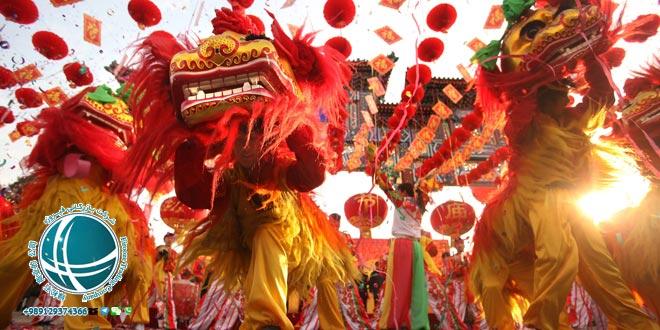 جشن سال نو چینی ،جشن بهاری یا جشن سال نو چینی ،مراسم جشن سال نو در چین ،آداب و رسوم سال نو در چین ،آداب برگزاری جشن سال نو در چین ،مراسم خاص جشن سال نو چینی ،جشن بهاری در چین ،جشن های رسمی چین ،تعطیلات عمومی و رسمی چین ،تقویم چین ،تقویم رسمی چین ،تقویم ملی چین ،تعطیلات رسمی چین ،مهمترین تعطیلات چینی ها ،تعطیلات سال نو چینی ،آغاز سال نو چینی ها ،جشن نیمه پاییز چینی ها ،جشن قایق اژدهای چینی ها ،مهمترین تعطیلات سال نو در چین ،مناسبت های رسمی چین ،مناسبت های چین ،نمایشگاه فناوری اطلاعات و ارتباطات چین ،جشنواره برگهای قرمز تپه های معطر،نمایشگاه گل داوودی ،نمایشگاه گل پکن ،نمایشگاه خودرو پکن ،نمایشگاه بین المللی خودرو در پکن ،هفته مد چین ،جشنواره های فرهنگی ،جشنواره بین المللی هنر ،جشنواره بین المللی موزیک ،جشنواره فرهنگ گردشگری پکن ،جشنواره ی هنر مدرن پکن ،جشنواره های مهم پکن ،رویدادهای فرهنگی ،مناسبت ها و رویدادهای مهم ،جشنواره برف و یخ دره لانگ کینگ ،جشنواره برف و یخ پکن ،جشنواره فیلم پکن ،جشنواره دانشجویی فیلم پکن ،جشنواره بین المللی فیلم پکن ،جشنواره های مهم پکن ،مجسمه های یخی پکن ،مجسمه های یخی چین ،رستوران های ایرانی پکن ،رستوران رامی ،معروفترین رستوران ایرانی پکن ،رستوران های ایرانی چین ،رستوران چینی با غذای ایرانی ،غذای ایرانی در چین ،رستوران های چین ،محبوبترین رستوران ایرانی در پکن ،غذای ایرانی در پکن ،انواع نوشیدنی های چین ،چای چین ،انواع چای چین ،نوشیدنی چینی ،نوشیدنی های چین ،دمنوش های چینی ،دمنوش های وارداتی از چین ،واردات دمنوش از چین ،چای سبز چین ،چای سبز چینی ،گان پادرتی ،جاسمین تی ،قهوه چینی ،خوراک مسلمانان چین ،غذاهای خاص مسلمانان پکن ،لامیان ،چانر ،سوپ نودل ،سوپ نودل با گوشت گاو ،سوان سی ،غذای سنتی چین ،نانگ ،انواع غذاهای خاص مسلمانان چین ،میان وعده های چینی ،پنکیک مرزه ،انواع پنکیک ،انواع پنکیک چینی ،میوه های شکراندود ،خیابان گوجی پکن ،انواع میان وعده ی چینی ،محبوبترین غذاهای چین ،قابلمه داغ ،رستوران مسلمانان پکن ،فولینگ جیایینگ ،اردک کبابی پکن ،غذای ملی مردم چین،غذاهای ملی چین ،طرز تهیه اردک کبابی ،نودل ژاجیانگ ،غذاهای معروف چینی ،خوراک مخصوص پکن ،خوراک مردم چین ،معروفترین غذاهای چینی ،خوراک مردم چین، غذاها و نوشیدنیهای چینی ،چای چینی ،خوراک سلطنتی چ