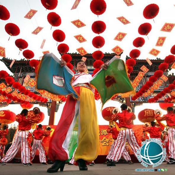 جشن بهاری یا جشن سال نو چینی ،مراسم جشن سال نو در چین ،آداب و رسوم سال نو در چین ،آداب برگزاری جشن سال نو در چین ،مراسم خاص جشن سال نو چینی ،جشن بهاری در چین ،جشن های رسمی چین ،تعطیلات عمومی و رسمی چین ،تقویم چین ،تقویم رسمی چین ،تقویم ملی چین ،تعطیلات رسمی چین ،مهمترین تعطیلات چینی ها ،تعطیلات سال نو چینی ،آغاز سال نو چینی ها ،جشن نیمه پاییز چینی ها ،جشن قایق اژدهای چینی ها ،مهمترین تعطیلات سال نو در چین ،مناسبت های رسمی چین ،مناسبت های چین ،نمایشگاه فناوری اطلاعات و ارتباطات چین ،جشنواره برگهای قرمز تپه های معطر،نمایشگاه گل داوودی ،نمایشگاه گل پکن ،نمایشگاه خودرو پکن ،نمایشگاه بین المللی خودرو در پکن ،هفته مد چین ،جشنواره های فرهنگی ،جشنواره بین المللی هنر ،جشنواره بین المللی موزیک ،جشنواره فرهنگ گردشگری پکن ،جشنواره ی هنر مدرن پکن ،جشنواره های مهم پکن ،رویدادهای فرهنگی ،مناسبت ها و رویدادهای مهم ،جشنواره برف و یخ دره لانگ کینگ ،جشنواره برف و یخ پکن ،جشنواره فیلم پکن ،جشنواره دانشجویی فیلم پکن ،جشنواره بین المللی فیلم پکن ،جشنواره های مهم پکن ،مجسمه های یخی پکن ،مجسمه های یخی چین ،رستوران های ایرانی پکن ،رستوران رامی ،معروفترین رستوران ایرانی پکن ،رستوران های ایرانی چین ،رستوران چینی با غذای ایرانی ،غذای ایرانی در چین ،رستوران های چین ،محبوبترین رستوران ایرانی در پکن ،غذای ایرانی در پکن ،انواع نوشیدنی های چین ،چای چین ،انواع چای چین ،نوشیدنی چینی ،نوشیدنی های چین ،دمنوش های چینی ،دمنوش های وارداتی از چین ،واردات دمنوش از چین ،چای سبز چین ،چای سبز چینی ،گان پادرتی ،جاسمین تی ،قهوه چینی ،خوراک مسلمانان چین ،غذاهای خاص مسلمانان پکن ،لامیان ،چانر ،سوپ نودل ،سوپ نودل با گوشت گاو ،سوان سی ،غذای سنتی چین ،نانگ ،انواع غذاهای خاص مسلمانان چین ،میان وعده های چینی ،پنکیک مرزه ،انواع پنکیک ،انواع پنکیک چینی ،میوه های شکراندود ،خیابان گوجی پکن ،انواع میان وعده ی چینی ،محبوبترین غذاهای چین ،قابلمه داغ ،رستوران مسلمانان پکن ،فولینگ جیایینگ ،اردک کبابی پکن ،غذای ملی مردم چین،غذاهای ملی چین ،طرز تهیه اردک کبابی ،نودل ژاجیانگ ،غذاهای معروف چینی ،خوراک مخصوص پکن ،خوراک مردم چین ،معروفترین غذاهای چینی ،خوراک مردم چین، غذاها و نوشیدنیهای چینی ،چای چینی ،خوراک سلطنتی چین ،روش پخت غذا د