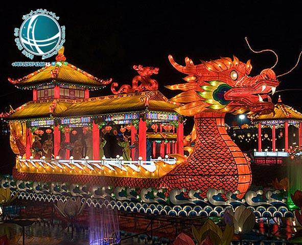 جشن فانوس و قایق اژدها ،رقص اژدها ،آداب برگزاری جشن اژدها ،آداب جشن اژدها ،جشن قایق اژدها ،آداب جشن اژدها ،مراسم جشن اژدها ،جشن بهاری یا جشن سال نو چینی ،مراسم جشن سال نو در چین ،آداب و رسوم سال نو در چین ،آداب برگزاری جشن سال نو در چین ،مراسم خاص جشن سال نو چینی ،جشن بهاری در چین ،جشن های رسمی چین ،تعطیلات عمومی و رسمی چین ،تقویم چین ،تقویم رسمی چین ،تقویم ملی چین ،تعطیلات رسمی چین ،مهمترین تعطیلات چینی ها ،تعطیلات سال نو چینی ،آغاز سال نو چینی ها ،جشن نیمه پاییز چینی ها ،جشن قایق اژدهای چینی ها ،مهمترین تعطیلات سال نو در چین ،مناسبت های رسمی چین ،مناسبت های چین ،نمایشگاه فناوری اطلاعات و ارتباطات چین ،جشنواره برگهای قرمز تپه های معطر،نمایشگاه گل داوودی ،نمایشگاه گل پکن ،نمایشگاه خودرو پکن ،نمایشگاه بین المللی خودرو در پکن ،هفته مد چین ،جشنواره های فرهنگی ،جشنواره بین المللی هنر ،جشنواره بین المللی موزیک ،جشنواره فرهنگ گردشگری پکن ،جشنواره ی هنر مدرن پکن ،جشنواره های مهم پکن ،رویدادهای فرهنگی ،مناسبت ها و رویدادهای مهم ،جشنواره برف و یخ دره لانگ کینگ ،جشنواره برف و یخ پکن ،جشنواره فیلم پکن ،جشنواره دانشجویی فیلم پکن ،جشنواره بین المللی فیلم پکن ،جشنواره های مهم پکن ،مجسمه های یخی پکن ،مجسمه های یخی چین ،رستوران های ایرانی پکن ،رستوران رامی ،معروفترین رستوران ایرانی پکن ،رستوران های ایرانی چین ،رستوران چینی با غذای ایرانی ،غذای ایرانی در چین ،رستوران های چین ،محبوبترین رستوران ایرانی در پکن ،غذای ایرانی در پکن ،انواع نوشیدنی های چین ،چای چین ،انواع چای چین ،نوشیدنی چینی ،نوشیدنی های چین ،دمنوش های چینی ،دمنوش های وارداتی از چین ،واردات دمنوش از چین ،چای سبز چین ،چای سبز چینی ،گان پادرتی ،جاسمین تی ،قهوه چینی ،خوراک مسلمانان چین ،غذاهای خاص مسلمانان پکن ،لامیان ،چانر ،سوپ نودل ،سوپ نودل با گوشت گاو ،سوان سی ،غذای سنتی چین ،نانگ ،انواع غذاهای خاص مسلمانان چین ،میان وعده های چینی ،پنکیک مرزه ،انواع پنکیک ،انواع پنکیک چینی ،میوه های شکراندود ،خیابان گوجی پکن ،انواع میان وعده ی چینی ،محبوبترین غذاهای چین ،قابلمه داغ ،رستوران مسلمانان پکن ،فولینگ جیایینگ ،اردک کبابی پکن ،غذای ملی مردم چین،غذاهای ملی چین ،طرز تهیه اردک کبابی ،نودل ژاجیانگ ،غذاهای معروف چینی ،خوراک مخصوص پک