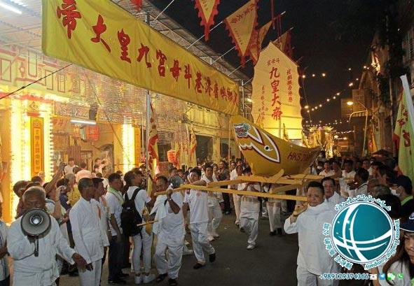 مناسبت های مهم سنگاپور ، تعطیلات عمومی سنگاپور، جشنواره نه امپراتور، جشنواره 9 امپراتور، جشنواره گل و گیاه سنگاپور، جشنواره هنرهای چینی ، تعطیلات رسمی سنگاپور، تعطیلات عمومی سنگاپور، مناسبت های رسمی در سنگاپور، اعیاد مذهبی سنگاپور، عیدهای مهم سنگاپور ، مهم ترین اعیاد مذهبی سنگاپور ، جشنواره موسیقی سنگاپور، زوک اوت ، جشنواره زوک اوت سنگاپور، جشنواره روشنائی سنگاپور، جشنواره دیپاوائی ، جشنواره دیپاوالی، عید فطر در سنگاپور، عید قربان در سنگاپور، هری رایا حاجی، اعیاد مهم سنگاپور، مهمترین اعیاد سنگاپور، رویدادهای مهم سنگاپور، مهم ترین رویدادهای سنگاپور، جشن های سنگاپور ، رویدادهای مهم سنگاپور، جشنواره غذای سنگاپور، روز ملی سنگاپور، جشنواره جواهر سنگاپور، جشنواره خورشید سنگاپور، جشنواره های رسمی سنگاپور، جشنواره های مهم سنگاپور ، جشن ها و مناسبت های سنگاپور، مناسبت ها و رویدادهای سنگاپور، مهمترین جشنواره های سنگاپور، اعیاد مهم سنگاپور، مهمترین جشن های سنگاپور، جشنواره جوان سنگاپور، جشنواره های بین المللی سنگاپور، جشنواره بین المللی فیلم سنگاپور، جشنواره هنرهای سنگاپور، جشنواره هنر سنگاپور، مهم ترین جشنواره های سنگاپور، غذاهای معروف سنگاپور ، غذای ایرانی در سنگاپور، آشپزی در سنگاپور، غذاهای سنگاپور، غذاهای محلی سنگاپور، غذاهای دریایی سنگاپور، می پوک، سوپ تارنگ، رشته فرنگی می پوک، سوپ های سنگاپور، سوپ های معروف سنگاپور، محبوبترین غذاهای سنگاپور، رستوران های ایرانی سنگاپور، رستوران ایرانی در سنگاپور ، غذاهای ایرانی در سنگاپور، مجموعه تفریحی شن های خلیج مارینا ، شن های خلیج مارینا، کازینوی مجموعه تفریحی شن های خلیج مارینا، بزرگترین کازینوی جهان، بزرگترین استخر شنای مرتفع دنیا، بزرگترین مجموعه تفریحی سنگاپور، مراکز تفریحی سنگاپور، امکانات رفاهی مجموعه شن های خلیج مارینا، شرکت شن های لاس وگاس ، مناطق دیدنی سنگاپور، شرایط اقامت در سنگاپور ، نکات لازم در هنگام تردد در سنگاپور، نکات ایمنی سنگاپور، امکانات رفاهی سنگاپور، هتل های سنگاپور، هتل های معروف سنگاپور، هتل های لوکس سنگاپور، هتل ارزان قیمت در سنگاپور، هتل با قیمت مناسب در سنگاپور، خدمات آپارتمانی در سنگاپور، امنیت سنگاپور، امنیت شهر سنگاپور، توصیه های لازم در سفر به سنگاپور، جرم و جنایت در سنگاپور، خدمات شهری سنگاپور، خدمات 